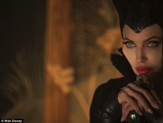 Angelina Jolie trong tạo hình phim Maleficent