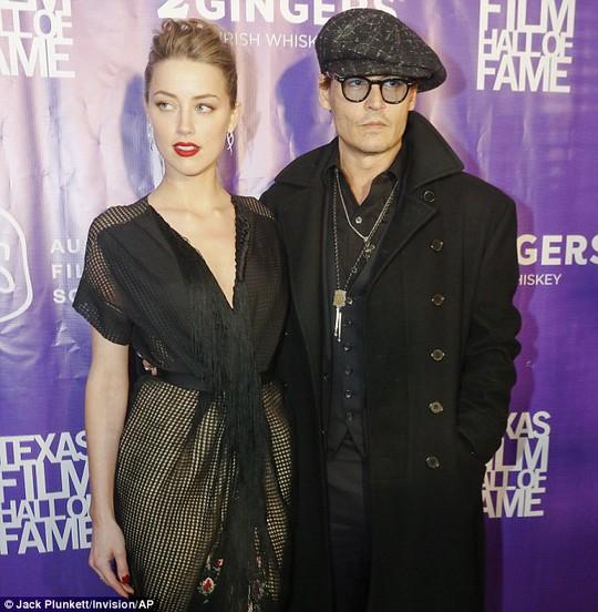 Johnny Depp và người đẹp Amber Heard đính hôn rầm rộ
