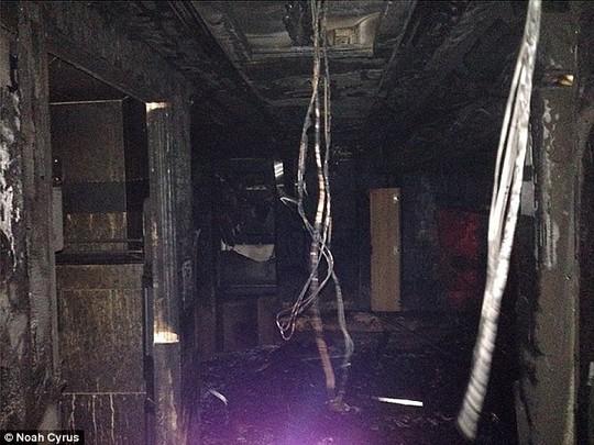Bên trong xe sau đám cháy