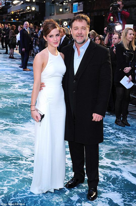 Emma và đạo diễn Russell Crowe