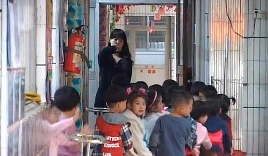 Trẻ em Trung Quốc chịu nhiều áp lực học tập.