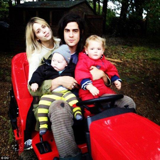 Cả gia đình hạnh phúc