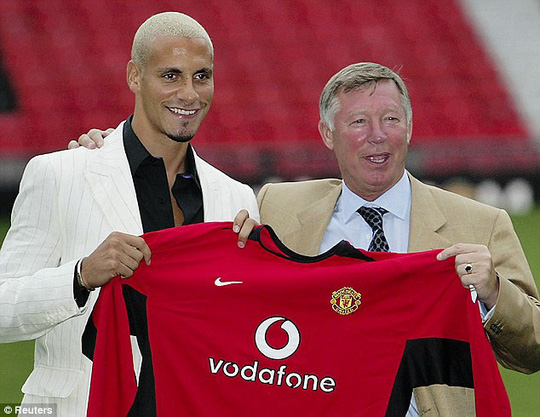 Ferdinand và ông Ferguson trong ngày ra mắt M.U