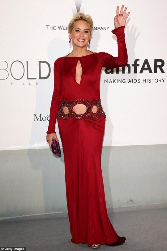 Sharon Stone tự tin nhan sắc ở tuổi 56