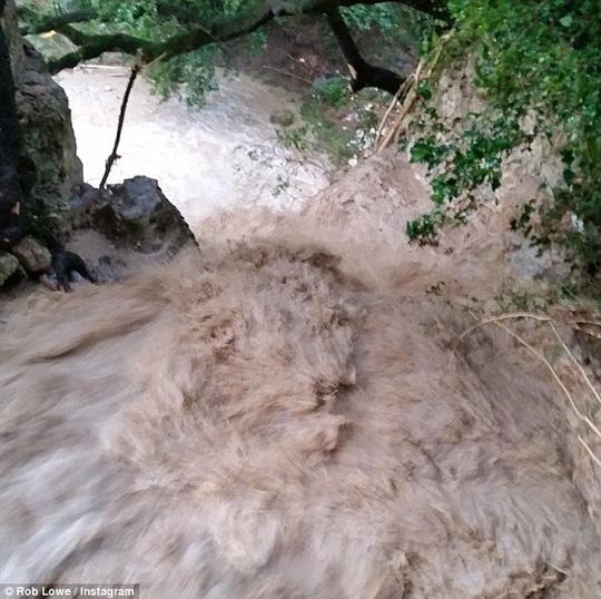 Mưa to gây lũ lụt lớn