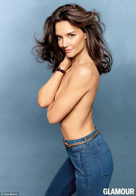 Katie Holmes bán khỏa thân trên tạp chí
