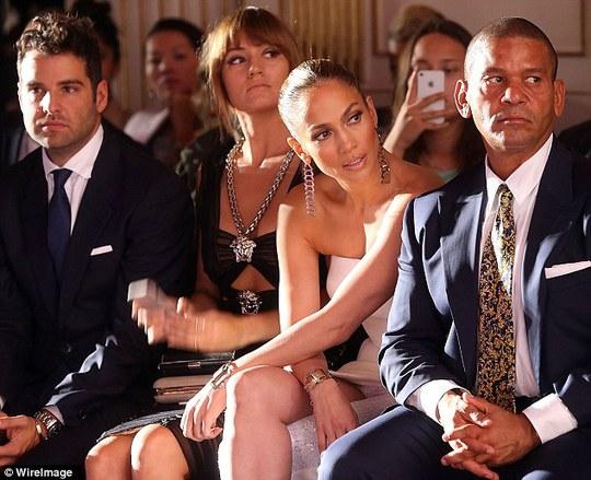 Jennifer Lopez đẹp lộng lẫy tại tuần lễ thời trang Paris