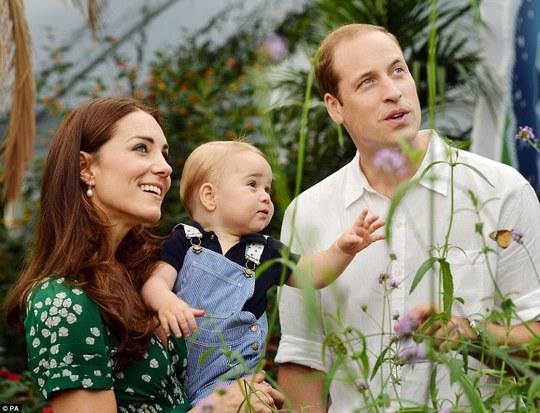 Gia đình hoàng tử bé đã có chuyến tham quan tại bảo tàng lịch sử tự nhiên London. Ảnh: PA