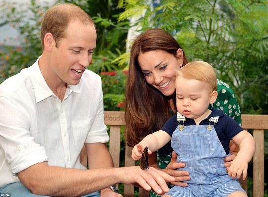 Hình ảnh mới nhất về Hoàng tử bé được công bố nhân dịp sinh nhật lần thứ 1. Ảnh: PA