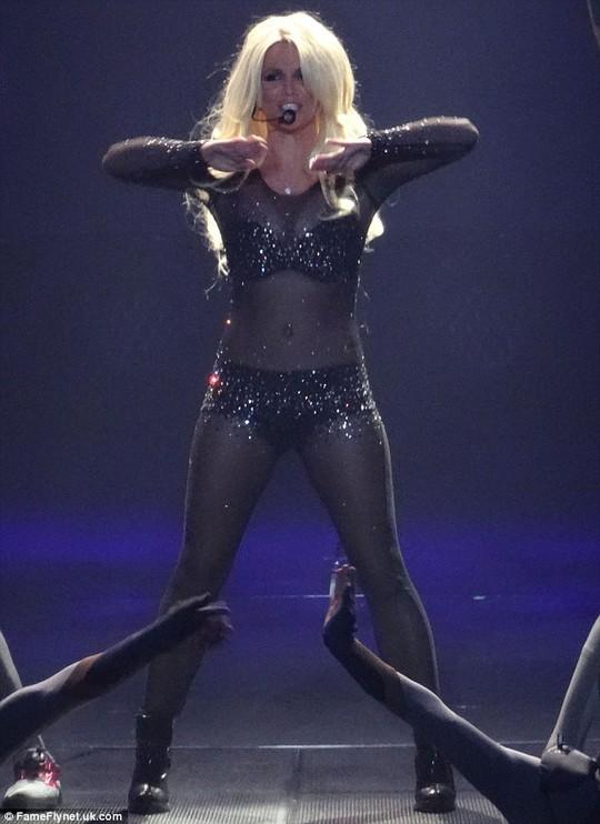 """Britney Spears tiếp tục bị tố """"hát nhép"""""""