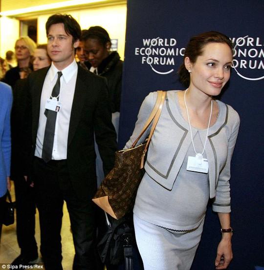 Khi Angelina mang thai