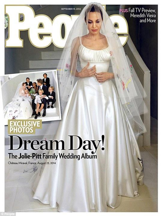 Hé lộ ảnh cưới của Angelina Jolie và Brad Pitt