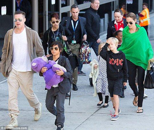 """Brad Pitt cảm thấy """"giàu có nhất"""" khi được làm cha"""