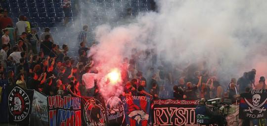 Thua đậm AS Roma, CĐV CSKA Moscow nổi loạn tại Olimpico