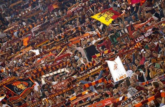 Những màn ăn mừng quá cuồng nhiệt của CĐV Roma khiến fan Moscow nổi nóng