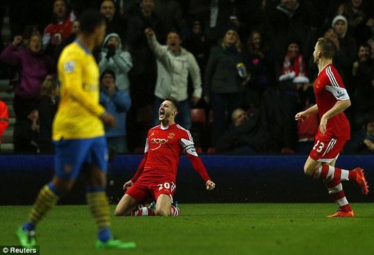 Lallana ghi bàn mang về trận hòa quý giá cho Southampton