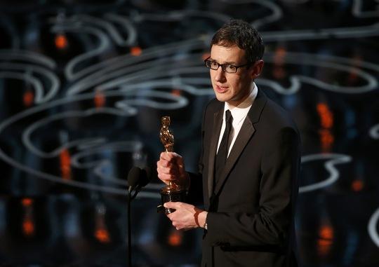 Steven Price lên sân khấu nhận giải