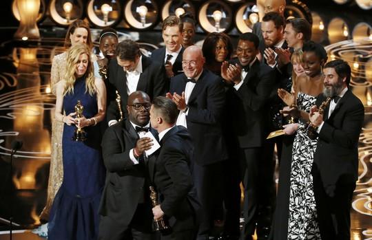 Đạo dễn Steve McQueen cảm ơn Brad Pitt