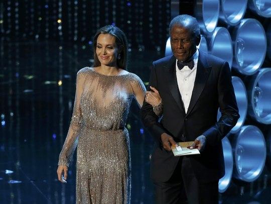 Angelina Jolie xuất hiện rạng rỡ bên cạnh nam diễn viên huyền thoại Sidney Poitier