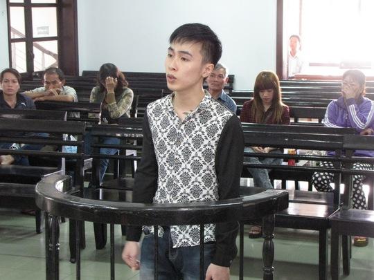 Bị cáo Nguyễn Huy Hoàng trước vành móng ngựa