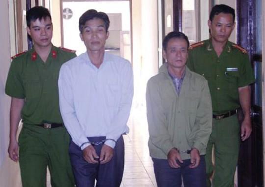 Ông Cao Văn Vượng (áo trắng), Trưởng trạm y tế xã Điền Thượng, huyện Bá Thước - Thanh Hóa