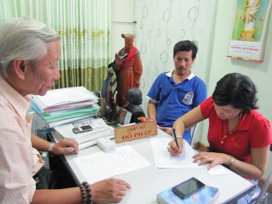 Bà Hoa chính thức ký đơn nhờ Văn phòng Luật sư Đỗ Pháp trợ giúp pháp lý kiện tàu Trung Quốc