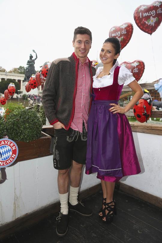 Tân binh Lewandowski và vợ