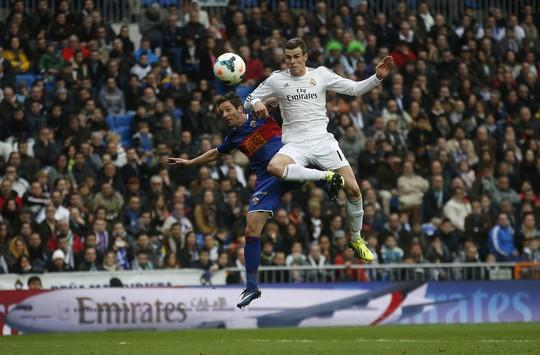 Gareth Bale ghi một siêu phẩm giúp Real đè bẹp Elche 3-0 dù không có Ronaldo