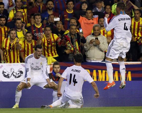 """Không ra sân, Ronaldo vẫn biết cách """"ghi bàn""""!"""