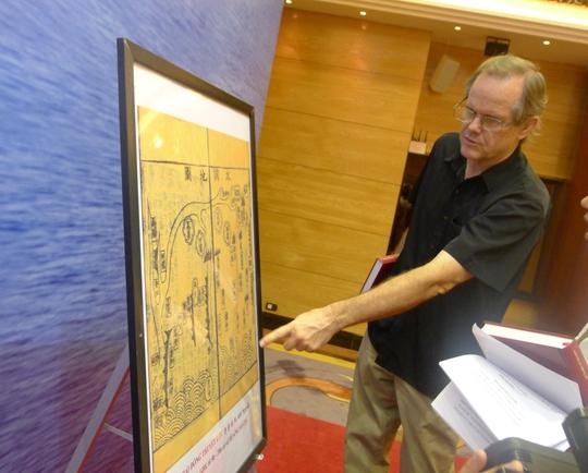 Ông Scott D. Harris, một nhà báo Mỹ tìm hiểu tư liệu cho thấy Việt Nam đã đưa Hoàng Sa vào giảng dạy trong sách giáo khoa từ thế kỷ 19