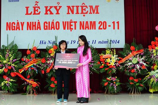 Cô gái đa tài Minh Nhật tặng 10 suất học bổng cho các đàn em khóa sau của trường THPT Hà Nội - Amsterdam