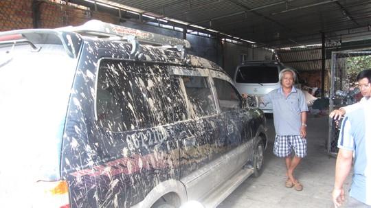 Ông Phương và chiếc ô tô dùng để truy đuổi tên trộm xe máy