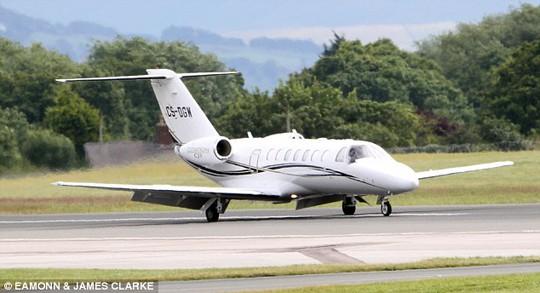 Máy bay chở HLV Van Gaal đến Manchester