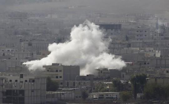 IS để mạnh xâm chiếm Kobani và Liên Hiệp Quốc lo ngại thảm sát xảy ra. Ảnh: Reuters