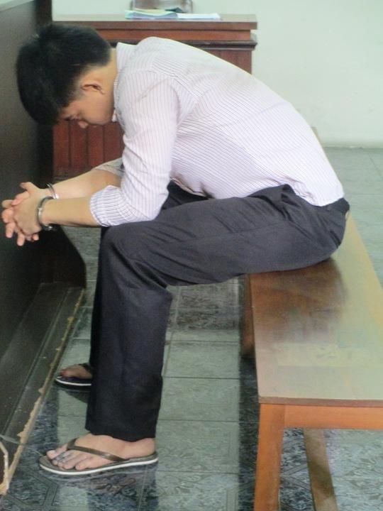 Bị cáo Phạm Thành Đạt tỏ thái độ ăn năn tại phiên tòa sáng 12-8.