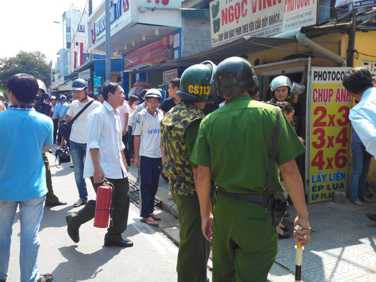 Lực lượng cơ quan đang thuyết phục hung thủ thả con tin