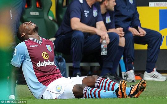 Thi đấu chấn thương đã đành, Benteke trong lúc tập luyện cũng gặp phải