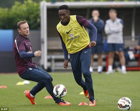 Rooney và Welbeck chuẩn bị cho trận giao hữu với Na Uy