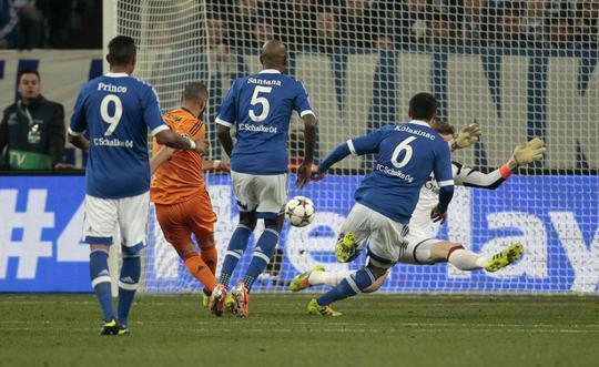 Benzema mở tỉ số ngay từ phút 13 cho Real