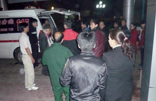 Đau đớn trước cái chết bất ngờ của ông Tuấn, người nhà đã vây bệnh viện để hỏi rõ sự việc