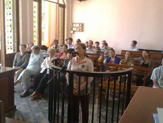 Bị cáo Lê Thị Cúc Hoa tại phiên tòa sáng 24-4