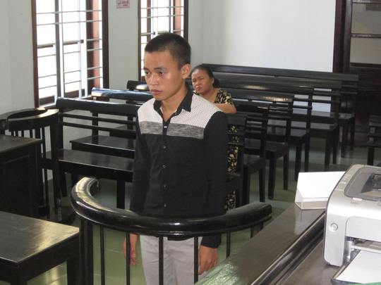 Bị cáo Nguyễn Chí Trọng Nghĩa trước vành móng ngựa.
