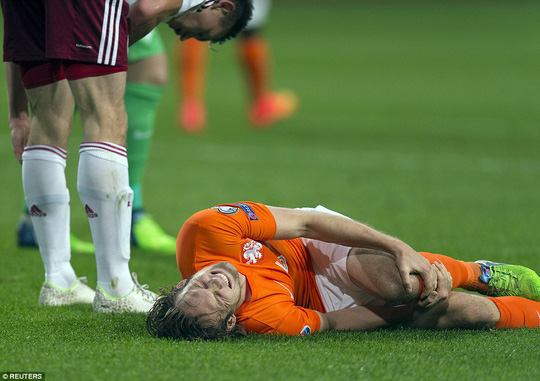 Blind đau đớn trên sân