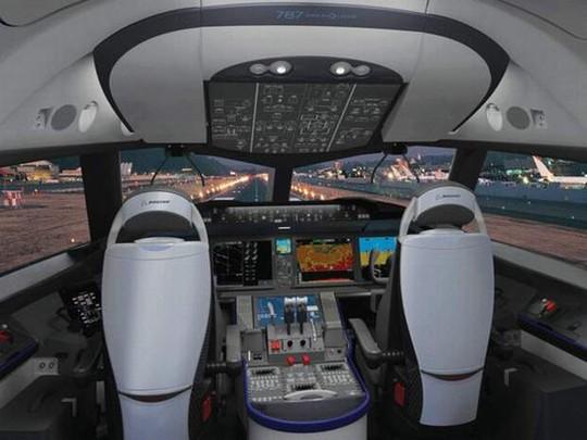 Bên trong thiết bị mô phỏng buồng lái máy bay. Ảnh minh họa