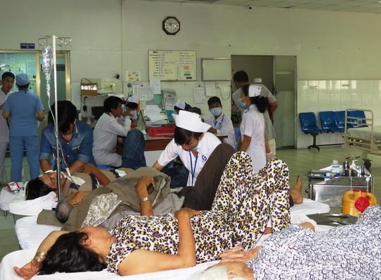 Khoa Cấp cứu của BV Nhân dân Gia Định sáng mùng 2 dồn dập người nhập viện