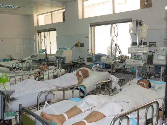 Nhiều bệnh nhân nặng đang nằm tại Khoa Hồi sức tích cực - chống độc, BV Nhân dân Gia Định