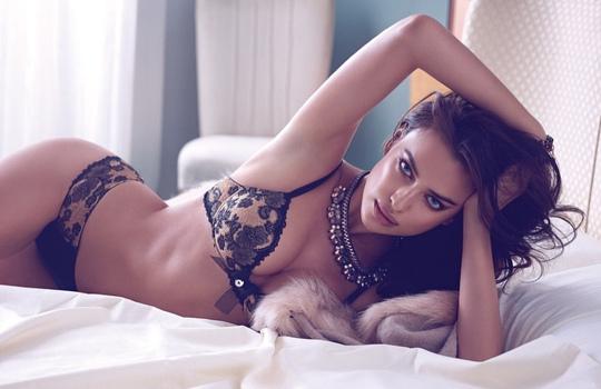 """Bạn gái Ronaldo """"nóng rực"""" trong bộ sưu tập thời trang mới"""