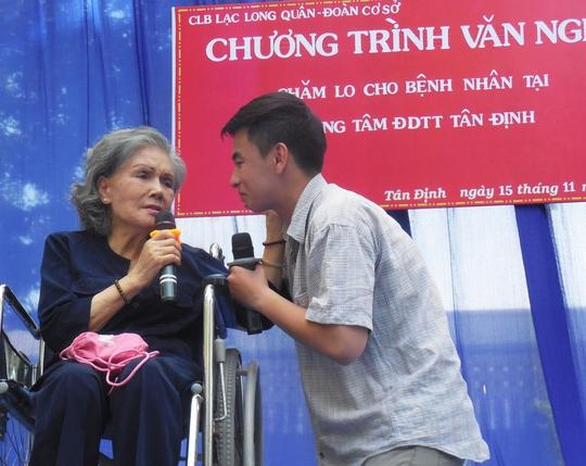 NSƯT Út Bạch Lan hăng say làm từ thiện