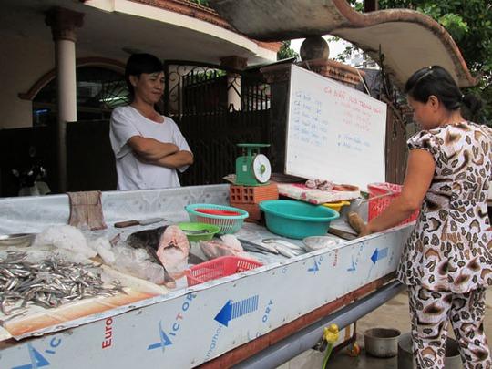 Anh Thắng, chủ website đặc sản nắng gió mở thêm cửa hàng nhỏ để bán hàng trực tiếp cho khách.