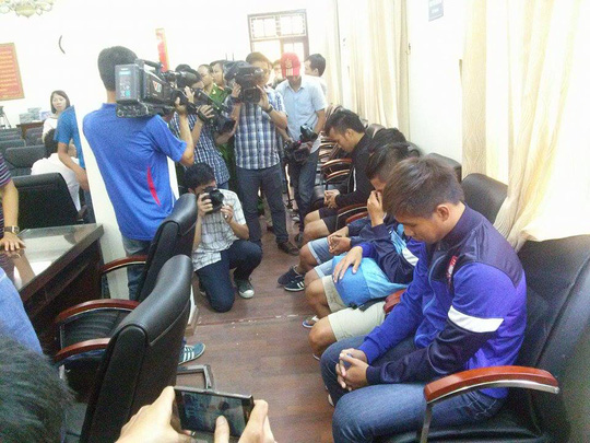 Các cầu thủ trước ống kính phóng viên